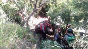 Un carro cayó por un barranco en la autopista Caracas - La Guaira este 17Sep - Caraota Digital