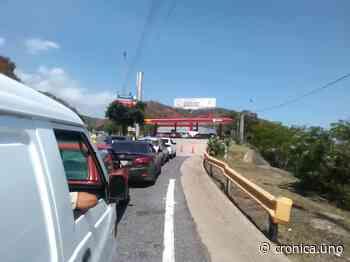 Crecen bombas dolarizadas en La Guaira y escasea gasolina subsidiada - Crónica Uno