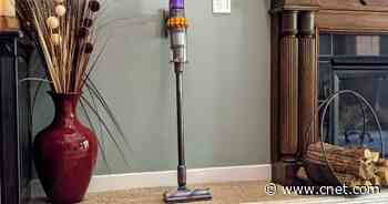 Should you buy a cordless vacuum cleaner or robot vacuum?     - CNET