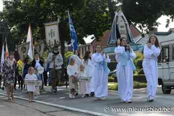 Processie trekt naar Wezelkapel