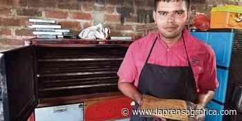 Universitario apuesta por la elaboración de quesadillas - La Prensa Grafica