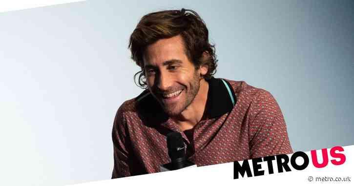 Jake Gyllenhaal promises he does actually shower as bizarre great bathing debate refuses to end