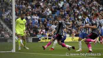 Brighton extends strong start with 2-1 win over Leicester