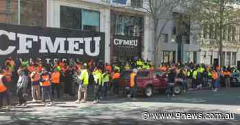 Angry tradies protest outside Melbourne union office - 9News