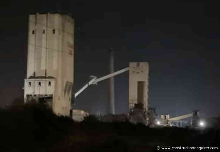 Thompsons blow down iconic Dorman Long tower – video