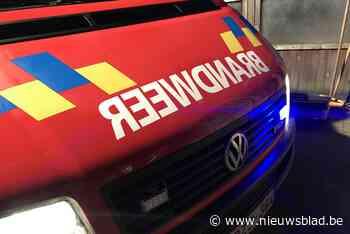 Brandweer rukt uit omdat auto rookt, blijkt dat handrem nog aangetrokken was - Het Nieuwsblad
