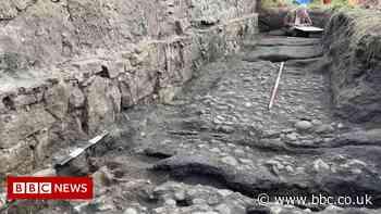 'Stunning' finds on Scotland's earliest railway - BBC News