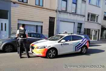 Politie voert onderzoek naar man die onwel op straat lag in Brugse Poort