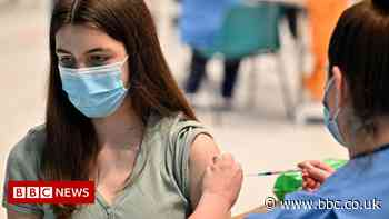 Covid in Scotland: Shielders get 'lower vaccine protection'