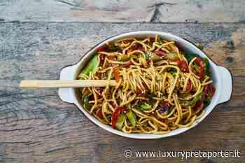 Ricette originali: noodles di midollo con crema di avocado e cavolo viola - LUXURY prêt à porter