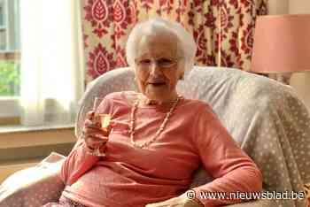 """Eeuweling Maria verklapt haar geheim: """"Hard werken en genieten van een glaasje"""""""