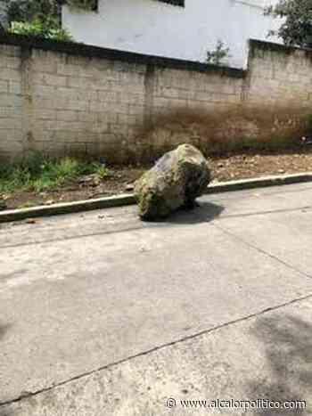 Tras obras, dejaron roca en plena calle de Indeco Ánimas, en Xalapa - alcalorpolitico
