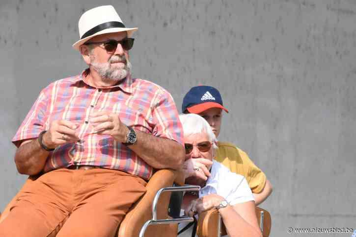 """Het begon met een gastrolletje, nu neemt Willy (75) afscheid van het podium: """"In ruim 53 jaar heb ik geen enkele opvoering gemist"""""""