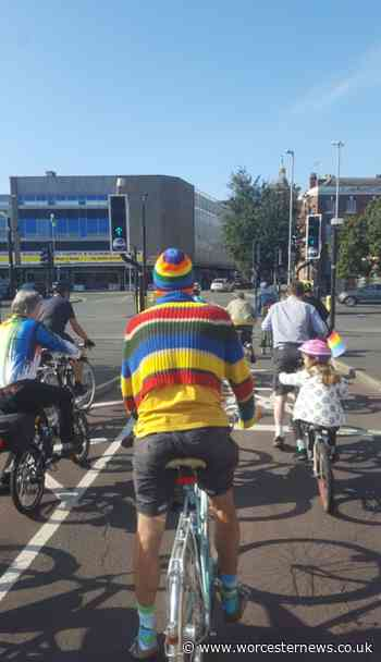 Watch cycling protesters hit the streets for latest city ride - Worcester News