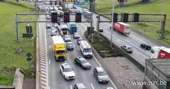 Kettingsbotsing tussen 4 voertuigen bij Antwerpen-Zuid veroorzaakte fikse verkeershinder op Antwerpse Ring - Het Laatste Nieuws
