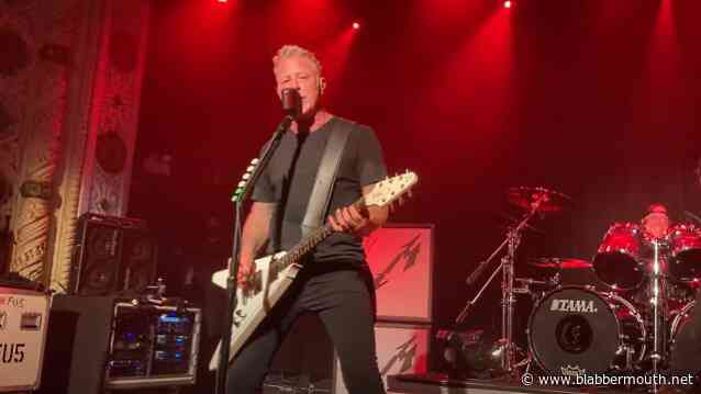 METALLICA Plays Surprise Club Concert In Chicago (Video)