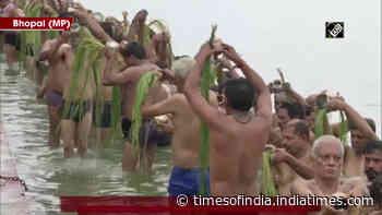 Devotees take holy dip on second day of 'Pitru Paksha' in Bhopal