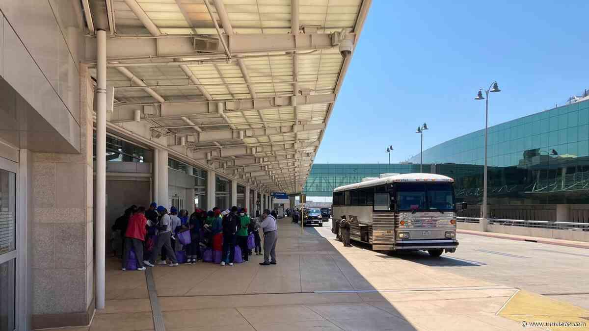 Inmigrantes haitianos son repatriados en el aeropuerto de San Antonio - Univision 41 San Antonio
