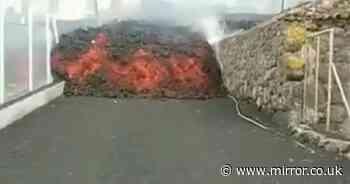 La Palma volcano eruption: Wall of lava rolls towards firefighters battling disaster