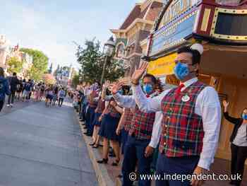 Thousands sue Disneyland over low pay