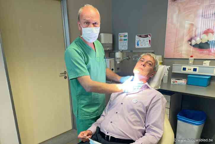 """Dirk (63) kreeg hoofd- en halskanker en werkt nu mee aan campagne: """"Ik raak nooit meer een sigaret aan"""""""
