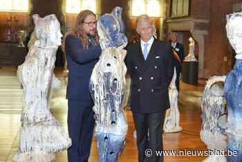 """Koning Filip looft beeldende kunst van Johan Tahon: """"Ik ben onder de indruk van uw werk"""""""
