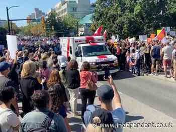 Canadian anti-vaxxers delay ambulance carrying patient in critical condition