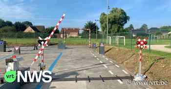 """Politiezone Regio Tielt stelt vernieuwd verkeerspark voor: """"Met realistische spoorwegovergang"""" - VRT NWS"""