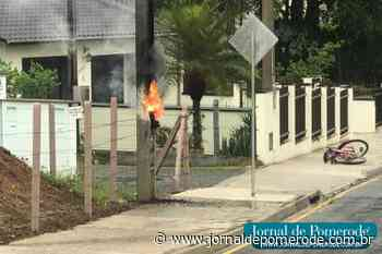 Vídeo: Curto-circuito em poste assusta moradores, em Testo Central Alto - Jornal de Pomerode