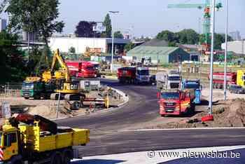 Levensgevaarlijk: wegpiraat vlamt aan 125 km/u langs werken op R4