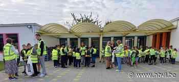 Leerlingen van Ter Duinen ruimen zwerfvuil op (Hechtel-Eksel) - Het Belang van Limburg Mobile - Het Belang van Limburg