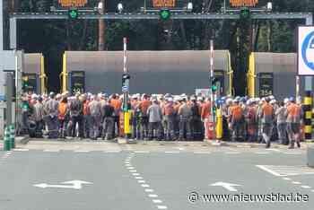 """Honderden arbeiders van ArcelorMittal leggen werk neer: """"We willen meer respect"""""""