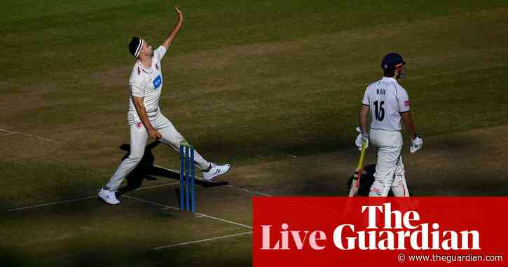 County cricket finale: Warks on top in title battle and Essex thrash Northants – live!