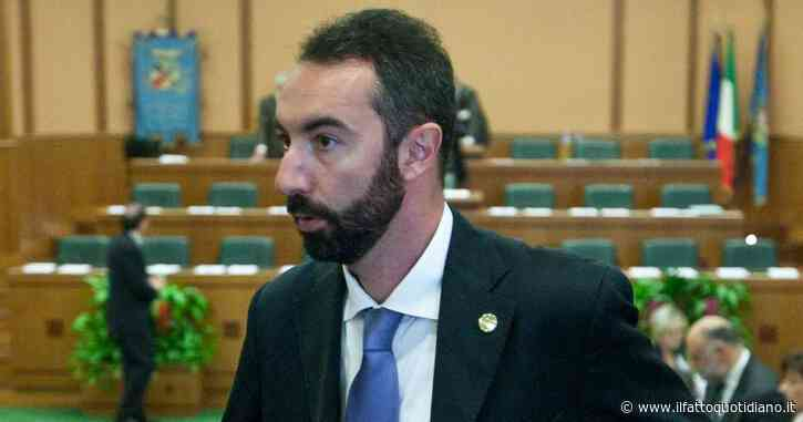 """Regione Lazio, il consigliere no vax Davide Barillari bloccato fuori dall'aula. Il presidente del Consiglio: """"Si entra col Green pass"""""""