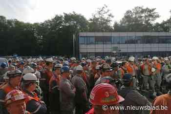"""Honderden arbeiders ArcelorMittal leggen werk neer: """"Pakje frieten gaat onze honger stillen"""""""