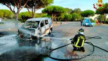 Incendio Roma-Civitavecchia: furgone distrutto dalle fiamme