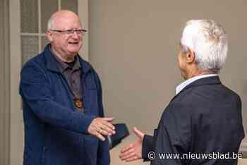 Bisschop Lode Van Hecke bezoekt Syrische vluchteling die wordt opgevangen door kerkgemeenschap