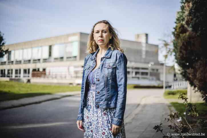 """Actrice Veerle Dejonghe neemt afscheid van zwembad Arena met eerbetoon: """"Willen verhalen bundelen in een boek"""""""