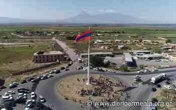 Armenia izó la bandera tricolor más grande de la república en el 30º aniversario de la independencia - Diario Armenia