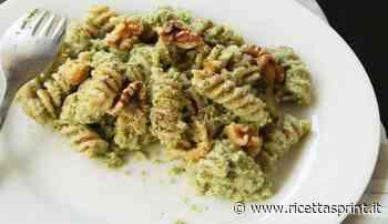 Fusilli con pesto di noci e broccoli con pancetta affumicata | gustosi - RicettaSprint