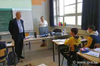 Bisschop sluit vriendschap met jonge vluchtelingen (Geel) - Gazet van Antwerpen Mobile - Gazet van Antwerpen