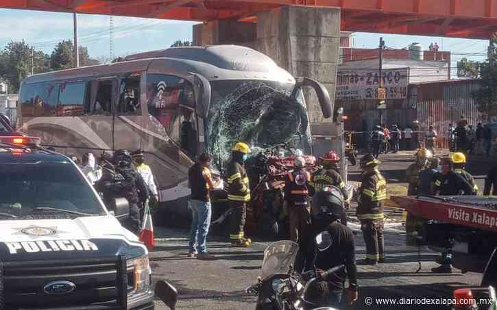 FGE investiga accidente en la Xalapa-Banderilla; conductor de autobús podría ser culpable - Diario de Xalapa