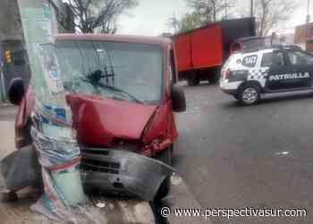 Choque en Bernal entre un auto y una camioneta con dos heridos leves - Perspectiva Sur