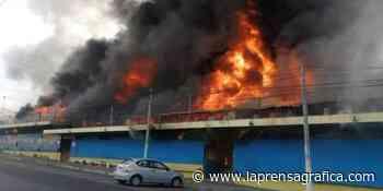 Incendio de gran proporción consume el mercado San Miguelito de San Salvador - La Prensa Grafica