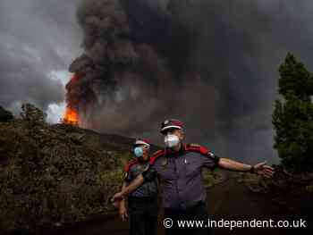 La Palma Volcano: 40-foot wall of lava bears down on Canaries village