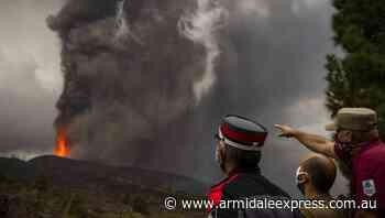 Canaries volcano blasts lava into the air - Armidale Express