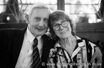 Tributes to gentleman great-grandad Bob who spread Christmas cheer in schools with Santa visits
