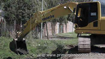 En Merlo, ACUMAR y el Municipio supervisan las tareas de mantenimiento y perfilado de arroyos - PRIMER PLANO ONLINE