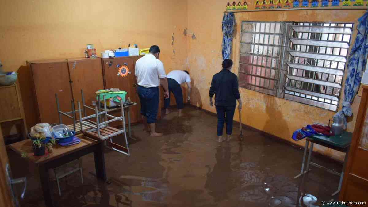 Aula de una escuela de Villarrica queda inundada tras lluvias - ÚltimaHora.com