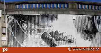 """Mural de espelhos no Hospital Santa Maria """"reflecte"""" profissionais de saúde e utentes - PÚBLICO"""
